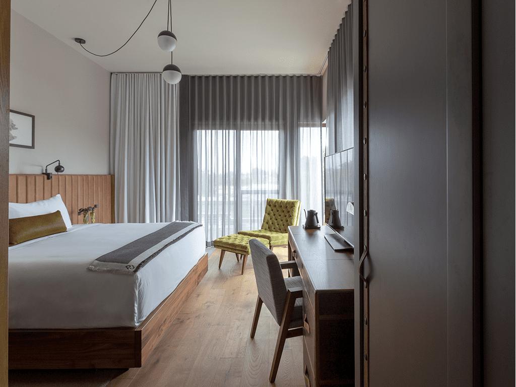 Enorm-Gallery36499-hotel-room-2_1024x1024